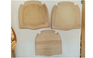 Modelli con sedute in paglia e legno